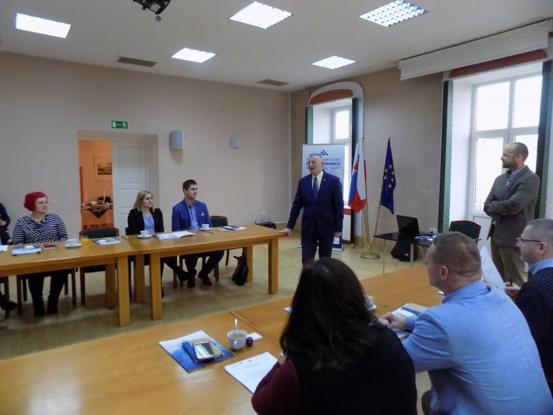 Specjalistyczne szkolenie jezykowe dla polskich i słowackich pracowników administracji samorządowej