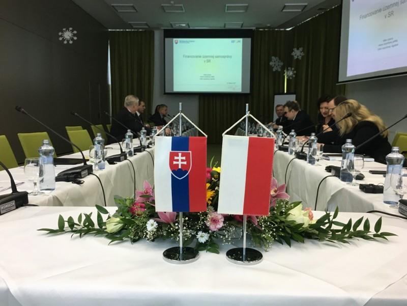 """Udział przedstawicieli Związku Euroregion """"Tatry"""" w seminarium pt. """"Wymiana doświadczeń na temat organizacji i funkcjonowania administracji lokalnej""""."""