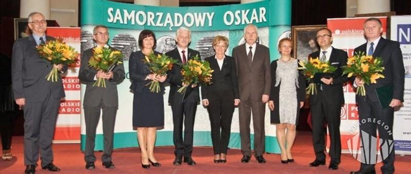 """Przewodniczący Rady Związku Euroregion """"Tatry"""" Bogusław Waksmundzki otrzymał prestiżową Nagrodę im. Grzegorza Palki zwaną Samorządowym Oskarem"""