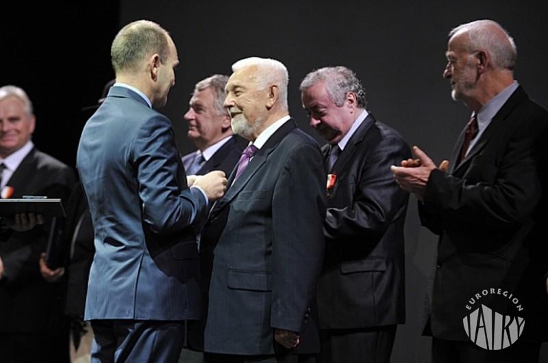 """Wendelin Haber Honorowy Prezes Euroregionu """"Tatry""""  odznaczony Krzyżem Małopolski"""