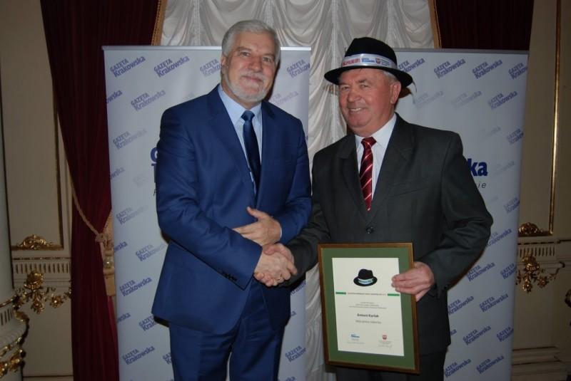 """Przewodniczacy Rady Związku Euroregion """"Tatry"""" otrzymał Kapelusz Witosa - nagrodę w plebiscycie na """"Najpopularniejszego Wójta i Burmistrza Małopolski""""."""