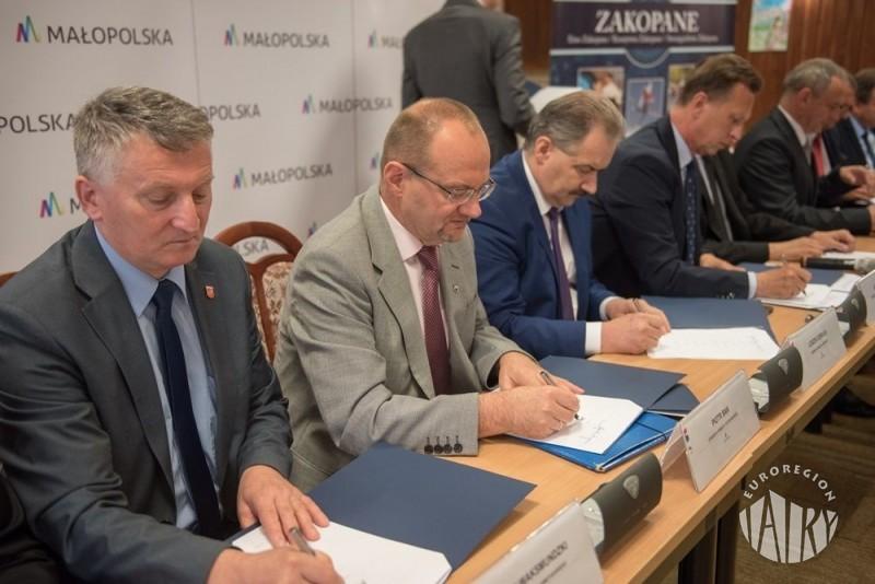 Autobusem na Słowację - będą sprawne połączenia z Nowego Targu i Zakopanego  dla turystów i mieszkańców
